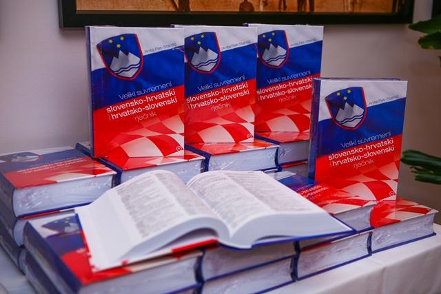 PROMOCIJA - VELIKI SUVREMENI SLOVENSKO-HRVATSKI i HRVATSKO SLOVENSKI RJEČNIK