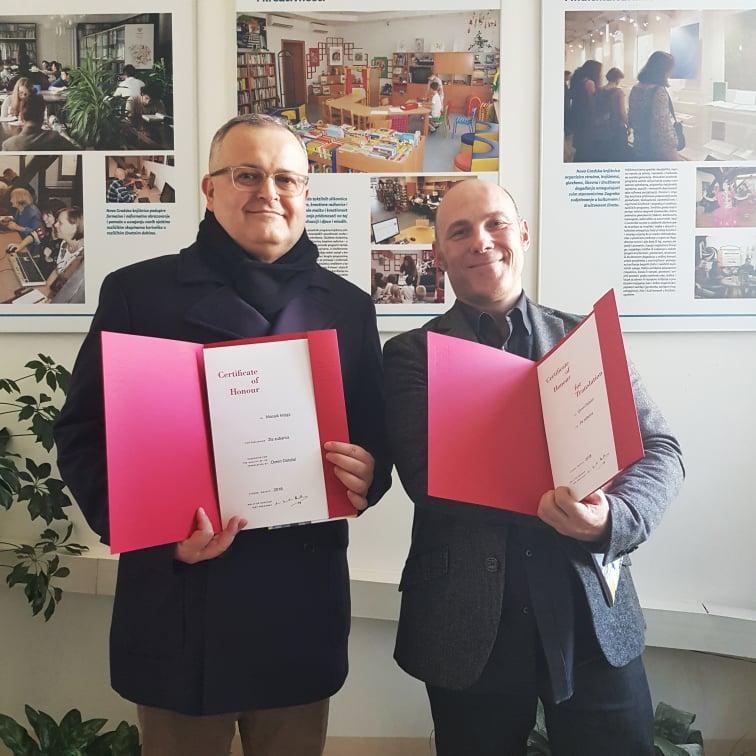 Diplomu Časne liste IBBY-ja 2018. dobio je Mozaikov prevoditelj Ozren Doležal - fotka